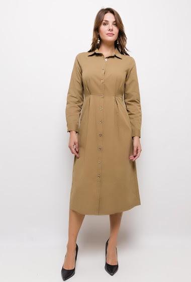 Robe-chemise longue, col V revers, avec poches latérales, manches longues. Fermeture par boutons à l'avant.  La mannequin mesure 175cm et porte du S. Longueur:115cm