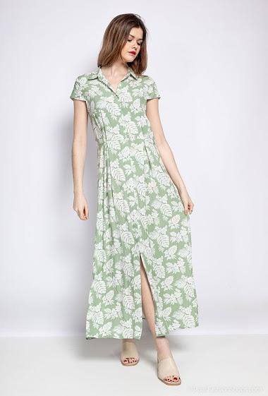 Robe chemise longue, mancherons, fermeture à l'avant par boutons, col chemise, taille soulignée. Longueur : 135cm. La mannequin mesure 172cm