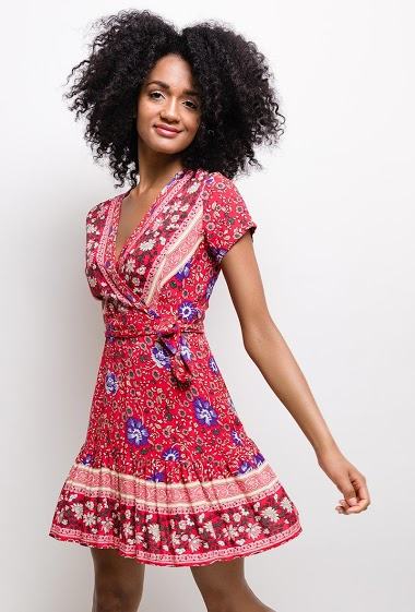 Floral printed short dress, hem with ruffles, wrap collar, short sleeves, elastic waist. Belt to tie at the waist in passers-by.  The model measures 177cm and wears S/M. Length:85cm