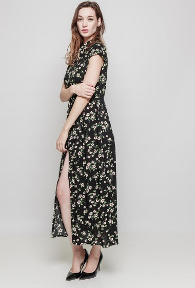 Long shirt, printed flowers, shirt collar. Lenght 140 cm. The model measures 177 cm and wears S