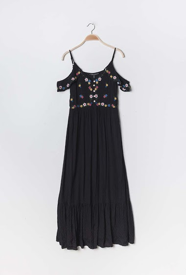 Cold shoulder maxi dress, embroidered flowers. The model measures 176cm and wears S. Length:140cm