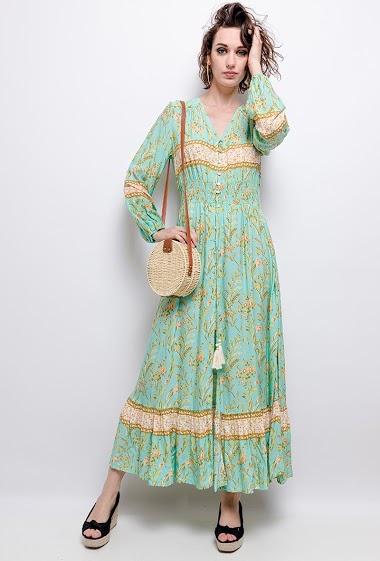 Robe longue, taille smoké, pompons. La mannequin mesure 177cm et porte du S. Longueur:146cm