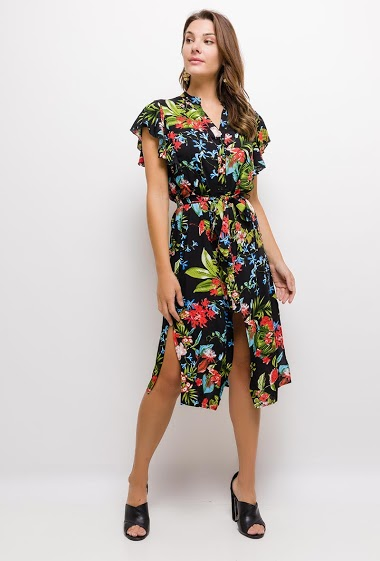 Mid-length dress with pineapples, ruffled cap sleeves, V-neck, front closure with buttons, same waistband at the waist, side slits.   The model measures 175cm and wears S. Length:115cm