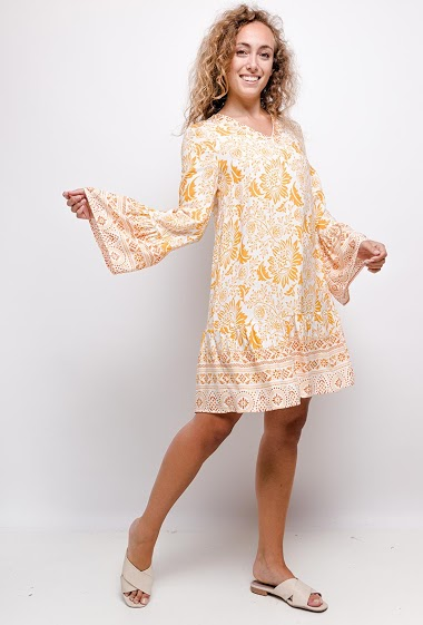Loose dress with printed flowers, V neck , flared sleeves. The model measures 171cm and wears S. Length:91cm