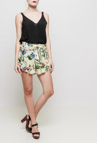 Soft shorts with printed flowers, elastic waist, drawstring with tassels, ruffle detail