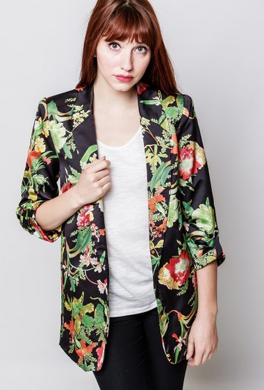 Printed blazer, 3/4 sleeves, pockets, padded shoulders, lining. The model measures 174cm and wears S