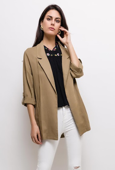 Blazer in linen mix, wide roll-up sleeves. The model measures 176cm and wears S. Length:80cm