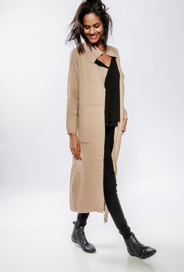 Long cardigan, open front, chunky knit, patch pockets, regular fit. The model measures 177cm, one size corresponds to 38-40