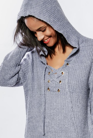 Ribbed sweater with hood, lace-up collar, long fit. The model measures 177cm, one size corresponds to 38-40
