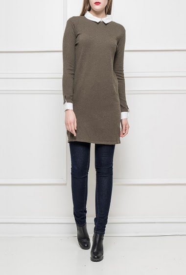 Long sweater or tunic, contrasting shirt collar, sleeves with buttons, regular fit