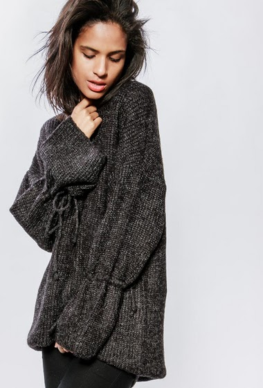 Knitted dress with flared long sleeves with tie detail. The model measures 177cm, one size corresponds to 38-40