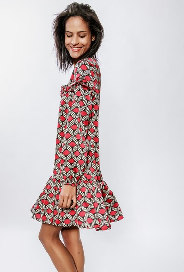 Dress with geometric pattern, long sleeves, ruffles. The model measures 177cm and wears S/M