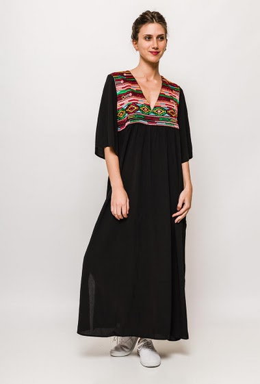 Embroidered dress, side splits. The model measures 170cm and wears S/M. Length:130cm