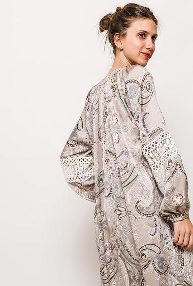 Long sleeve dress, paisley print. The model measures 170cm and wears S/M. Length:140cm