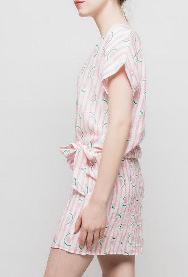 Robe ou tunique à rayures avec pastèques imprimées, nœud, manches courtes