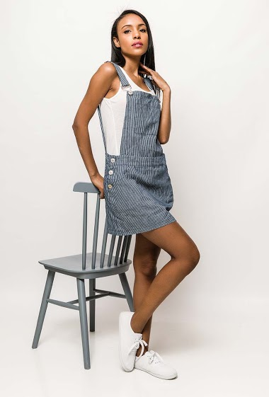 Dungaree dress, adjustable straps, pockets. The model measures 172cm and wears S/M. Length:80cm