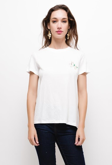 T-shirt with embroidered message,The model measures 177cm and wears S/M. Length:60cm