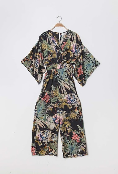 Silky jumpsuit, printed flowers, shorts sleeves. The model measures 175cm and wears S. Length:135cm