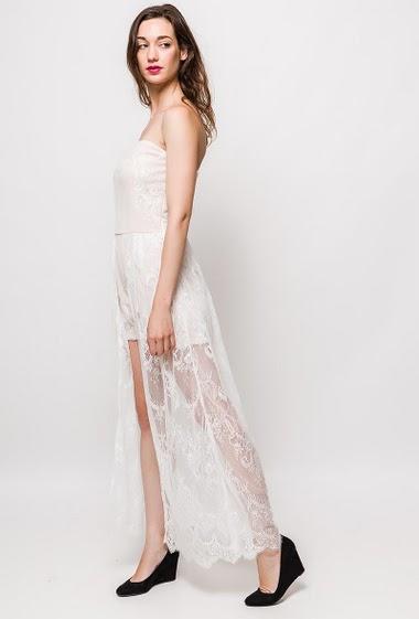 Combinaison bustier, dentelle transparente. La mannequin mesure 177cm et porte du M. Longueur:130cm(dos)