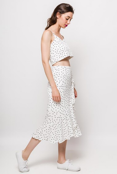 Skirt and crop top. The model measures 177cm and wears M