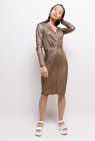 The model measures 168cm and wears S. Length:100cm