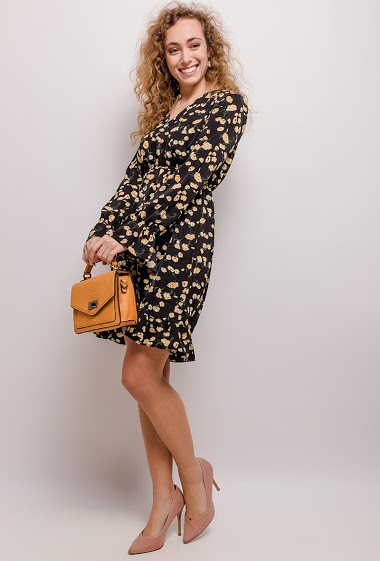 Dress with printed flowers. The model measures 172cm and wears S. Length:90cm