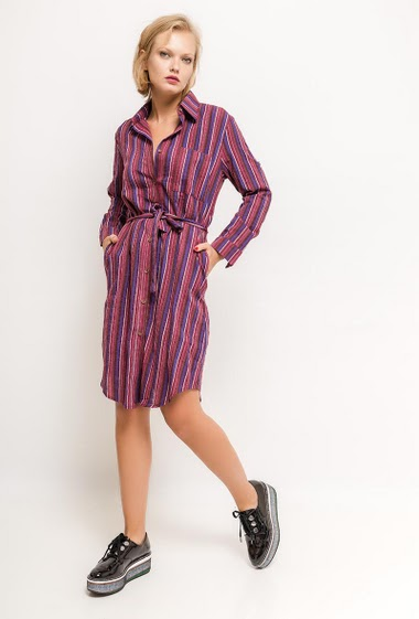 Cotton dress, roll-up sleeves, belt. The model measures 177cm, one size corresponds to 10/12(UK) 38/40(FR). Length:110cm