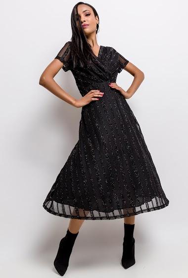 Robe midi cache-coeur irisée, idéale pour les fêtes. La mannequin mesure 170cm et porte du S. Longueur:120cm