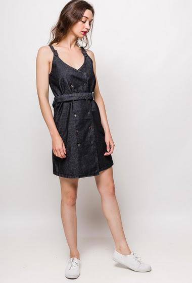 Dungaree dress, press stud closure, belt. The model measures 177cm and wears M. Length:90cm