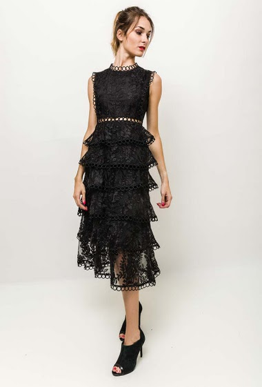 Sleeveless dress, ruffles. The model measures 170cm and wears M. Length:115cm