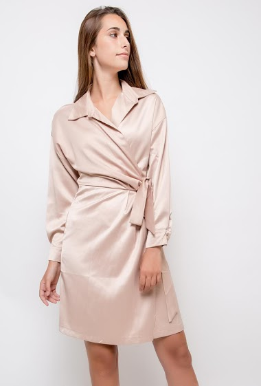 Wrap dress, long sleeves. The model measures 178cm and wears S. Length:95cm