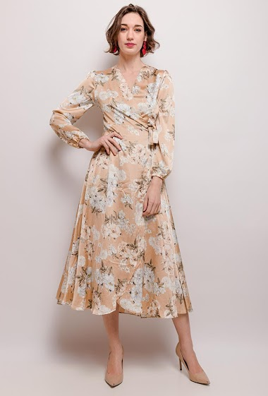 Dress with printed flowers. The model measures 177cm and wears S. Length:129cm