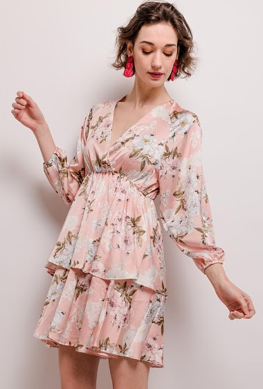 Dress with ruffles, printed flowers. The model measures 177cm and wears S