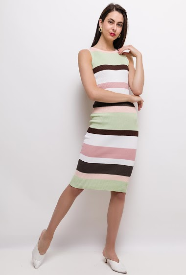 Striped knit sleeveless dress, close fit. The model measures 175cm, one size corresponds to 8/10(UK) 36/38(FR). Length:105cm