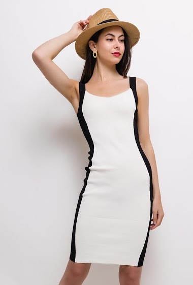Knit sleeveless dress, close fit. The model measures 175cm, one size corresponds to 8/10(UK) 36/38(FR). Length:100cm