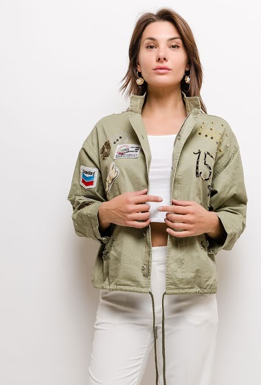 Parka with patches and studs. The model measures 175cm and wears S. Length:60cm