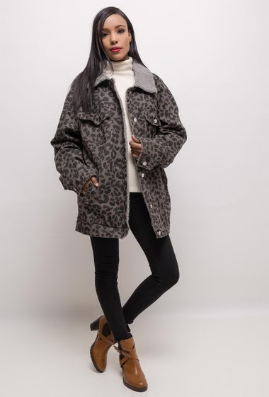 Oversize cotton jacket, leopard print. The model measures 170cm, one size corresponds to 10/12(UK) 38/40(FR). Length:75cm
