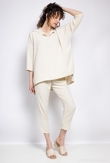 Blouse and pants. The model measures 177 cm