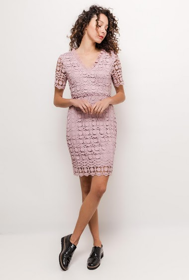 Short sleeve dress, V neck. The model measures 177cm and wears M. Length:95cm