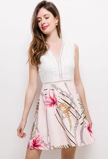 Sleeveless skater dress, printed flowers. The model measures 178cm and wears S. Length:85cm