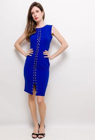 Sleeveless slim dress. The model measures 178cm and wears S. Length:95cm