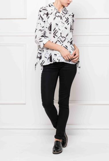 Shirt with graphic pattern with knot on the sides