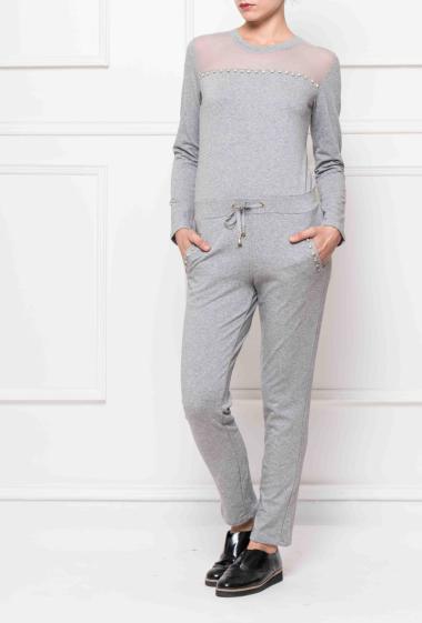 Combinaison en molleton avec empiècement en tulle, ornée de strass sur le devant , poches et zip au dos