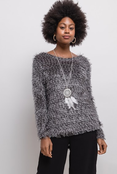 Textured sweater with necklace. The model measures 174cm, one size corresponds to 10/12(UK) 38/40(FR). Length:65cm