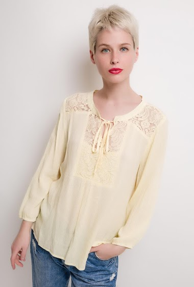 Long sleeve blouse. The model measures 172cm and wears M. Length:65cm