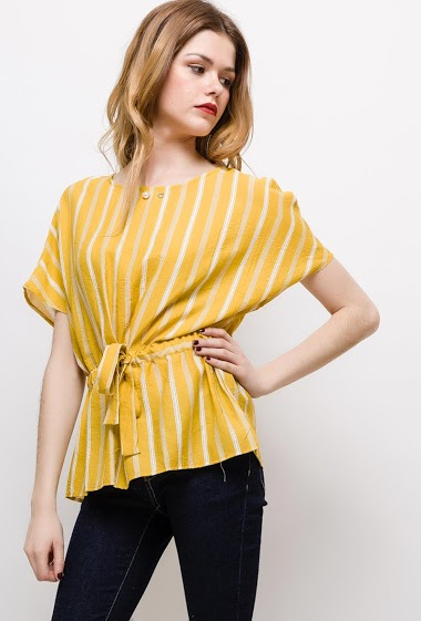 Blouse with drawstring, pearl. The model measures 171cm and wears M. Length:62cm