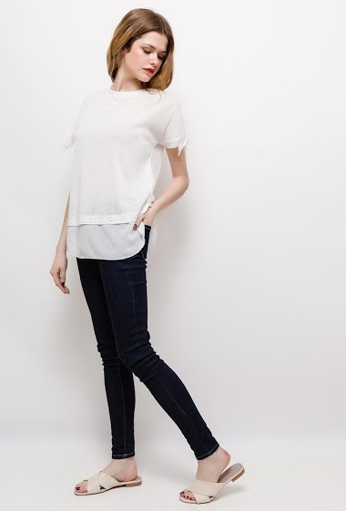 Bi-material t-shirt, chiffon border, strass. The model measures 171cm and wears S/M. Length:70cm