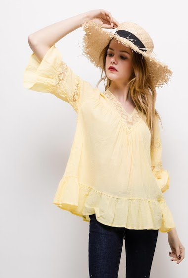 Loose blouse. The model measures 171cm and wears M. Length:65cm
