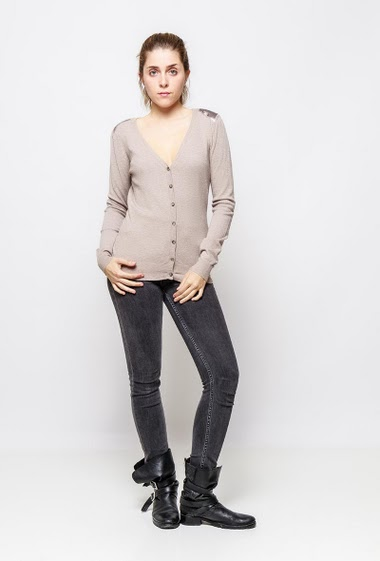 Knitted cardigan with shiny elbow patches. The model measures 172cm and wears S/M