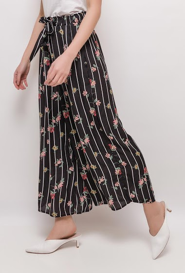Wide leg pants with printed flowers. The model measures 170cm and wears M